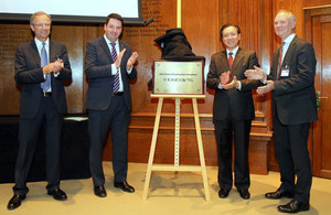 Andrew Percy MP, Lin Nianxiu, Prof Alan Penn and Tony Meggs unveil a plaque marking the launch of the UK-China Infrastructure Academy.