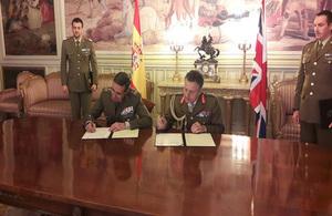 La visita del jefe del Estado Mayor británico a España muestra la fuerte relación bilateral en defensa