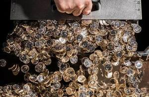 With only six weeks until the historic new 12-sided pound enters circulation, the Commercial Secretary to the Treasury has visited the Royal Mint.        And Baroness Neville-Rolfe paid tribute to the Royal MintÂ's role as a global leader in the production of coins and medals - exporting to an...