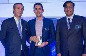 Oxbotica CEO Graeme Smith (centre) receives the award from Lionel Barber, Editor of the Financial Times, and Lakshmi Mittal, Chairman and CEO, ArcelorMittal.