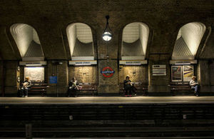 S300 people waiting at a tube station