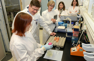 Greg Clark visiting a lab at the Roslin Institute.