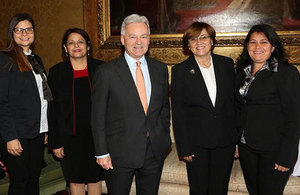 Cuban delegation in London led by Dr. Aurora Fernández VM of Higher Education
