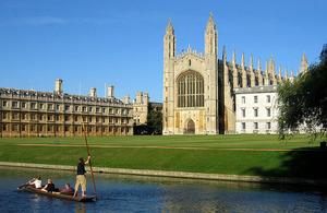 El gobierno británico confirma que financiará a los estudiantes de la UE en el año académico 2018 - 2019