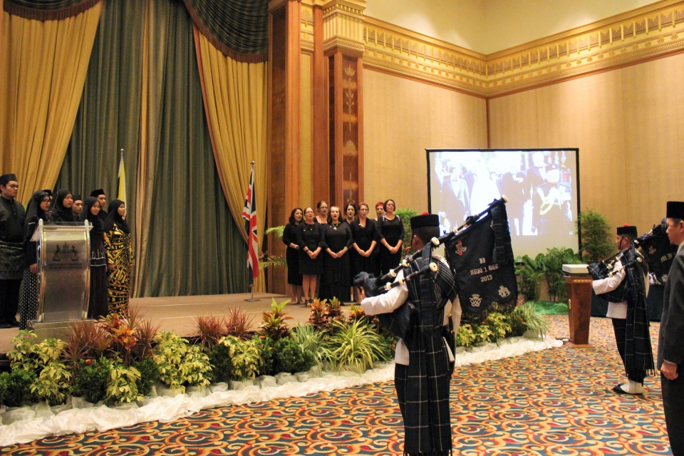 The Maktab Duli PMAMB Choir sang the Brunei National Anthem and the British Military Wives Choir in Brunei sang the UK National Anthem