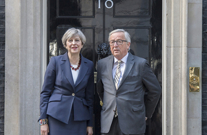 Prime Minister Theresa May and European Commission President Juncker standing outside 10 Downing Street