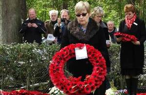 British Ambassador to Belgium, Alison Rose lays the first wreath at the Service of Commemoration. Copyright Danielle Roubroeks. All rights reserved.