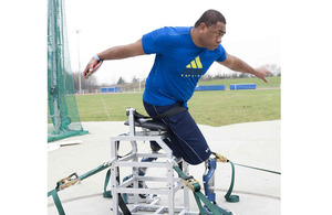 Private Derek Derenalagi throwing a discus [Picture: helpforheroes.org]