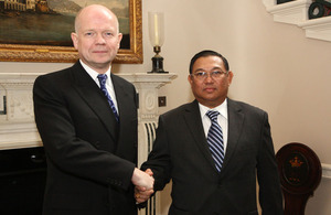 Foreign Secretary William Hague meeting Burmese Foreign Minister U Wunna Maung Lwin in London, 11 February 2013.