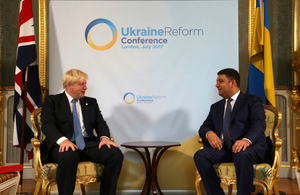 Foreign Secretary Boris Johnson speaking with the Ukrainian Prime Minister Volodymyr Groysman at the Ukraine Reform Conference