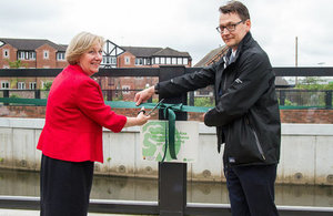 Councillor Samantha Dixon of Chester West and Cheshire Council and Lee Rawlinson of the Environment Agency officially opening the Northwich scheme.