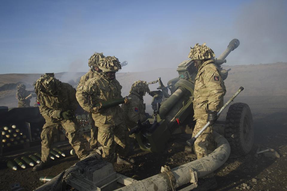 Soldiers firing 105mm light guns