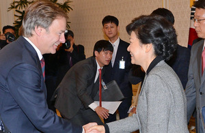 Hugo Swire shaking hands with Park Geun-Hye
