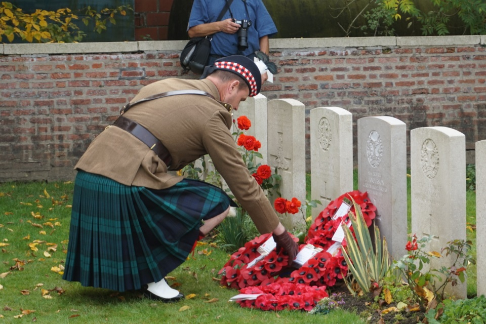 Captain Gary Main laying a wreath at Rifleman Evans's graveside on behalf of the 4 Scots Regiment. Crown Copyright. All Rights Reserved.