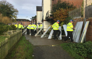 Environment Agency testing the Bewdley flood defence barriers