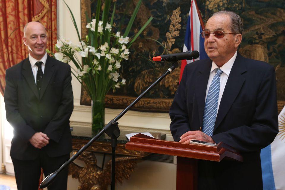 Mr. Héctor Ayerza and HMA Mark Kent