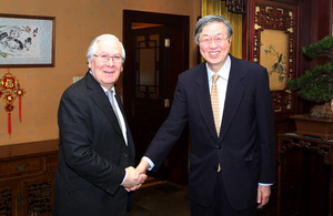 People's Bank of China Governor Zhou Xiaochuan and Bank of England Governor Mervyn King
