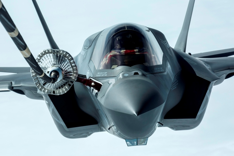 F35 refuel