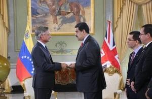 The British Ambassador presented his Letter of Credentials to President Nicolás Maduro / El Embajador Británico presentó sus Cartas Credenciales al Presidente Nicolás Maduro.