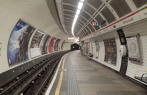 Image of the westbound platform at Notting Hill Gate station