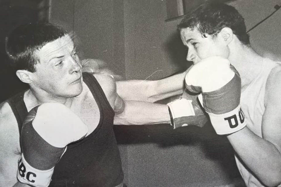 Daz Chapple (left) in a boxing match in his youth