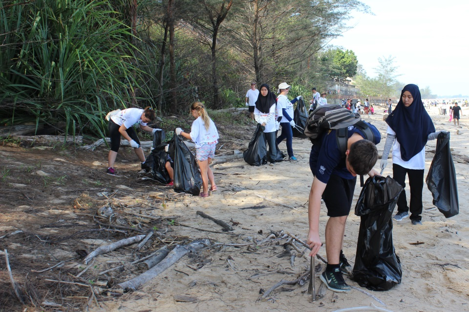 Volunteers picking up rubbish on Berakas Beach