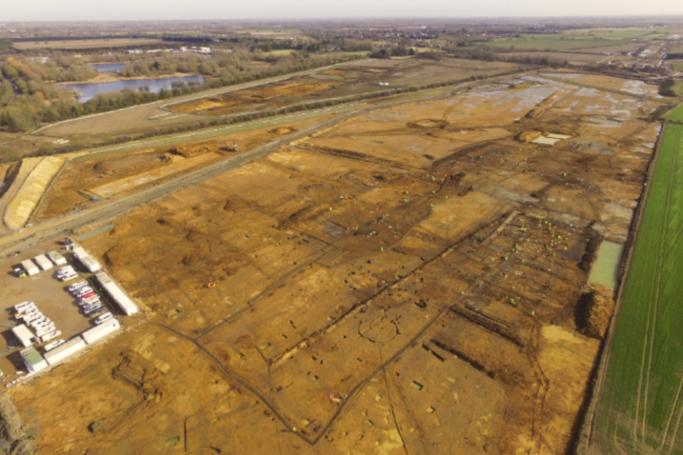Image showing the excavation of a Roman trade distribution centre on the A14 Cambridge to Huntingdon scheme