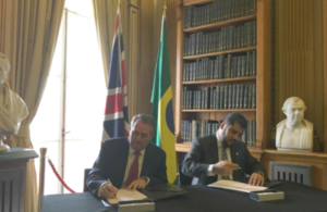 Picture of Dr Liam Fox and Minister Marcos Jorge de Lima signing joint statement.