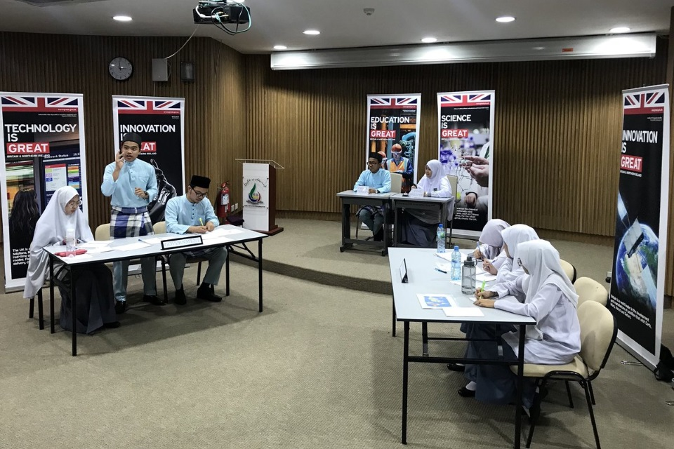 Hassanal Bolkiah Arabic Boys School debating against Maktab Sains