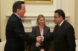 David Cameron shaking hands with Wahidullah Shahrani