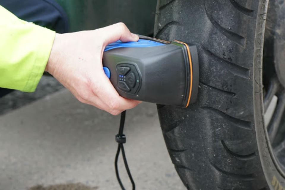 Hi-tech scanning device checking tyres