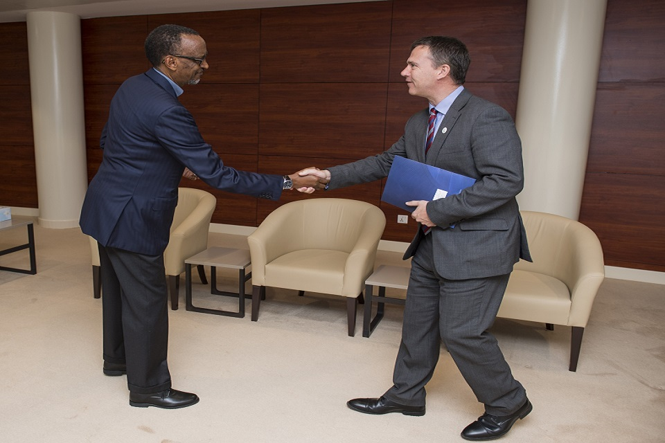The Minister for Armed Forces, Mark Lancaster, shaking hands with the President of Rwanda, Paul Kagame. Crown Copyright.