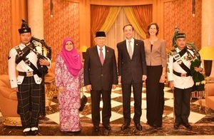 Minister at the Prime Minister's Office Yang Berhormat Dato Seri Paduka Awang Haji Abdul Mokti bin Haji Mohd Daud and British High Commissioner to Brunei Darussalam His Excellency Richard Lindsay as well as their spouses