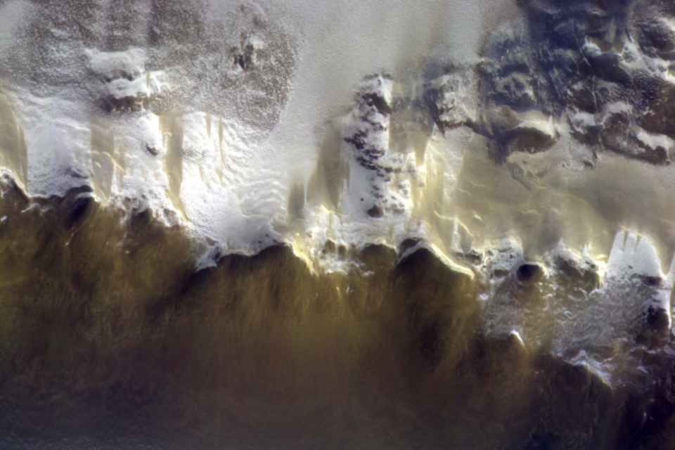 The ExoMars Colour and Stereo Surface Imaging System, CaSSIS, captured this image of the rim of Korolev crater