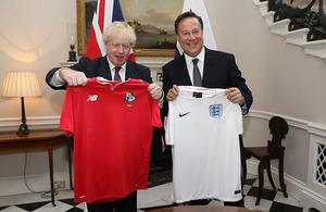 Foreign Secretary Boris Johnson swapped football shirts with the President of Panama, Juan Carlos Varela.