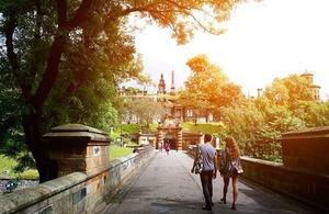 A couple walking towards the entrance to Glasgow Necropolis via Tana888 at Shutterstock