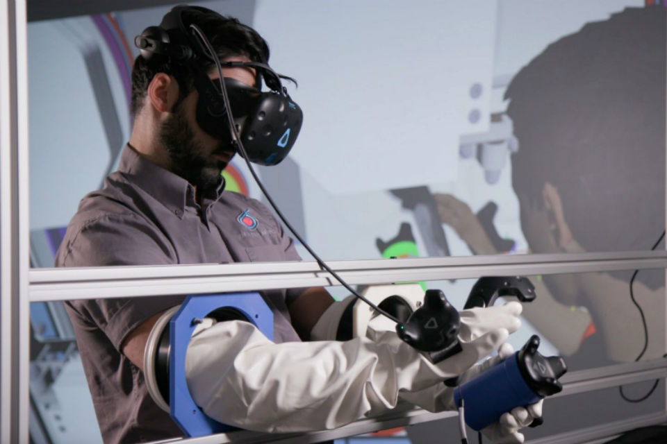 Virtual Reality glovebox