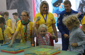 Baroness Sugg, Tim Peake and childrean learn about the surface of planets.
