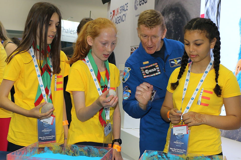 Tim Peake and children recreate an experiment to understand more about the surface of planets.