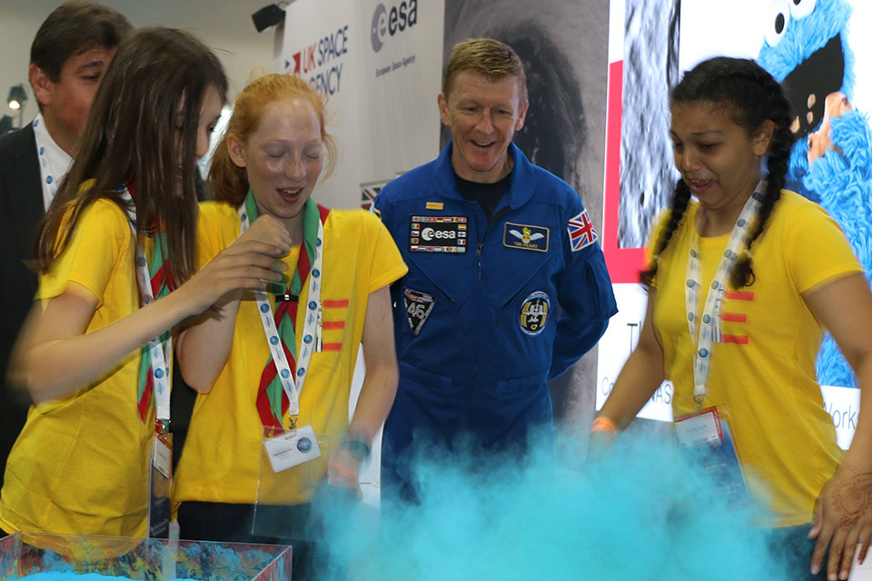 Tim Peake and children recreate an experiment to understand how asteroids impact the surface of planets.
