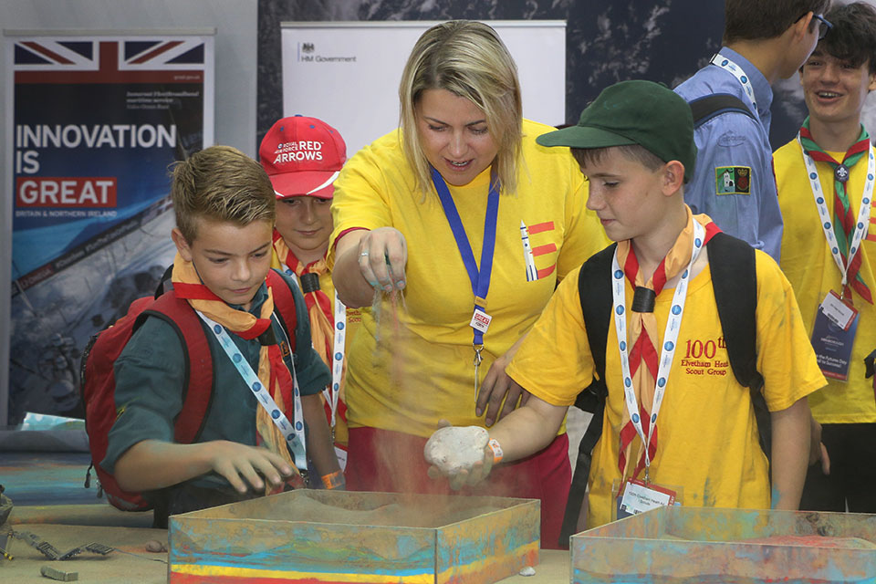 Baroness Sugg and children learn about the surface of planets.