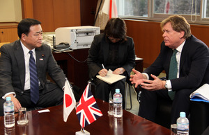 Mr Simon Burns, Minister of State for Transport, speaking with MLIT Senior Vice-Minister Hiroshi Kajiyama