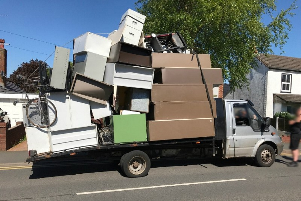 Image of an overloaded lorry