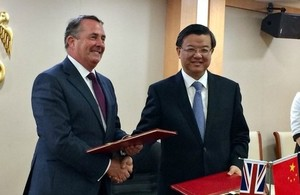 Photo of Secretary of State, Liam Fox with Ni Yuefeng, Minister of the General Administration of Customs of China.