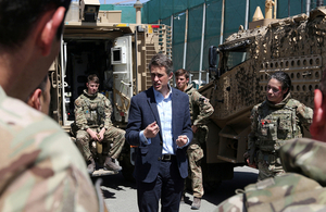 Defence Secretary Gavin Williamson meets UK troops at the New Kabul Compound. Crown copyright.