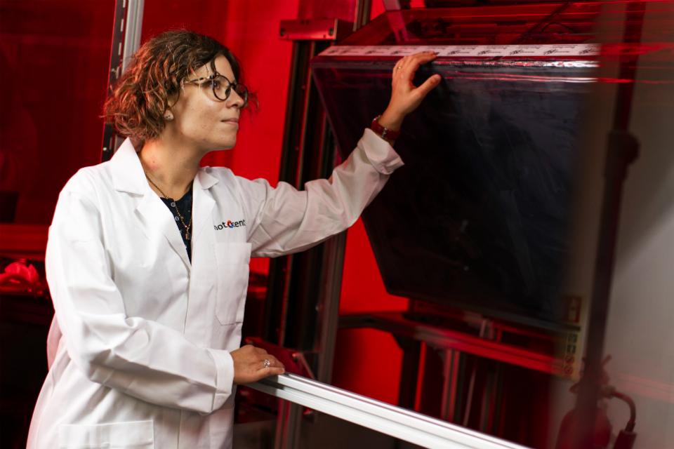 Photocentric research scientist Sarah Karmel