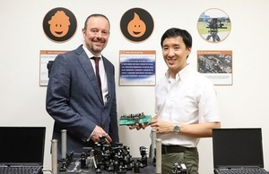 Andy Vick, Head of Disruptive Space Technologies at UK's RAL Space with A/P Alexander Ling from CQT Singapore