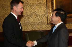 Foreign Secretary Jeremy Hunt meets Vietnamese Deputy Prime Minister Pham Binh Minh