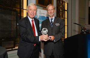 The Rt Hon. the Earl Howe presenting Jeff Bryant with the 2018 Alexander Dalrymple Award