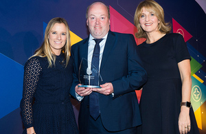Steve Beckitt receiving the Babcock health and safety award